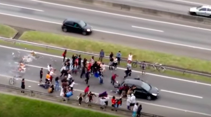 Car ploughs through anti-austerity protesters on Brazilian highway (GRAPHIC VIDEO)