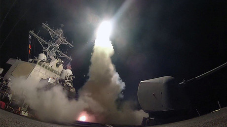 U.S. Navy guided-missile destroyer USS Porter (DDG 78) conducts strike operations against Syria on April 7, 2017. © Ford Williams / Courtesy U.S. Navy / Handout via REUTERS