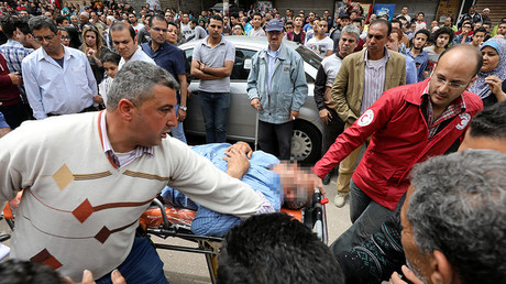 A victim is seen on a stretcher after a bomb went off at a Coptic church in Tanta, Egypt, April 9, 2017 © Mohamed Abd El Ghany