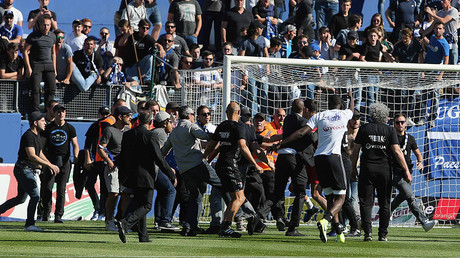 Bastia v Lyon match abandoned in France after fans invade pitch and attack players (VIDEO)