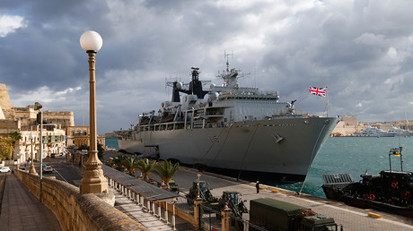 Royal Navy's HMS Bulwark amphibious assault ship © Andrew Winning