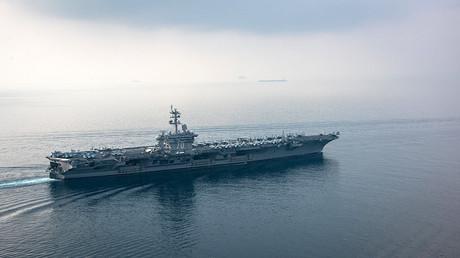 The aircraft carrier USS Carl Vinson © ean M. Castellano
