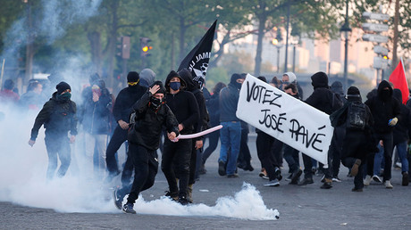 Tear gas, smoke grenades & flares: Violence erupts at Paris protest day before election (VIDEO)