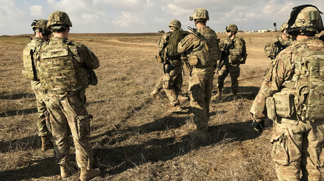 FILE PHOTO: U.S. soldiers gather at a military base north of Mosul, Iraq © Mohammed Al-Ramahi