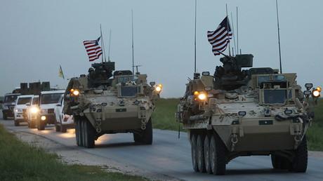 U.S military vehicles and Kurdish fighters drive in the town of Darbasiya, Syria April 28, 2017 © Rodi Said