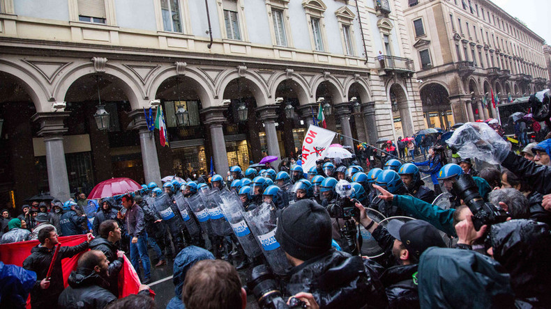 Violent clashes break out as police, protesters face off in Turin, Italy (PHOTOS, VIDEO)