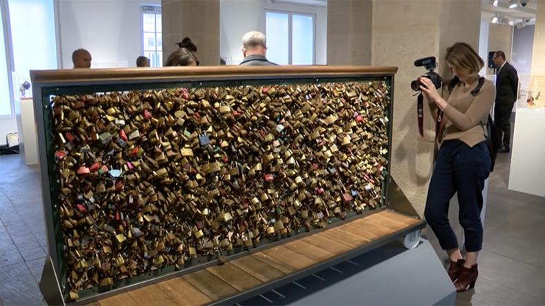Love unlocked: Paris auctions off tokens of amour that weigh down its bridges (PHOTOS, VIDEO)