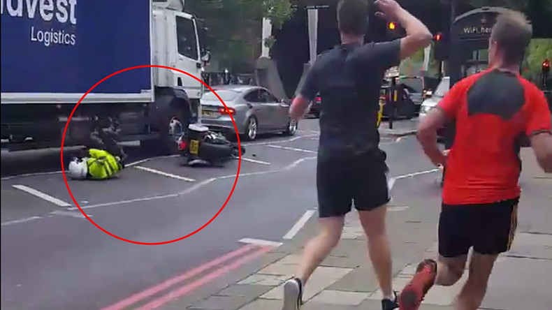 Special convoy bike cop wipes out in embarrassing London smash (VIDEO)