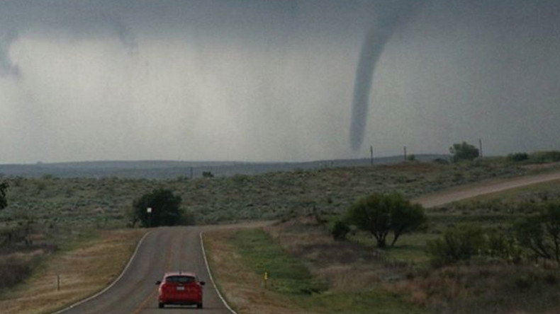 At least 2 dead as tornadoes pummel central US