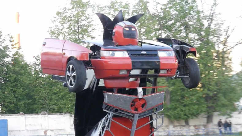 'Autobots, roll out!': Father & son make Transformer out of old Russian car (VIDEO)