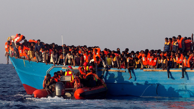10,000 migrants rescued, dozens drown trying to reach Italy from Libya this week