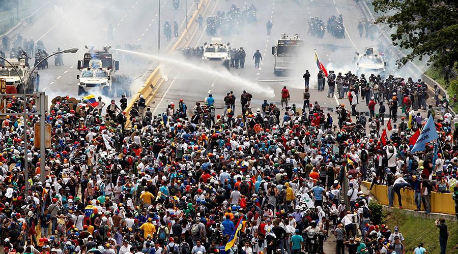 Foreign govts & biased coverage fueling violence in Venezuela, impeding dialogue – Venezuelan FM
