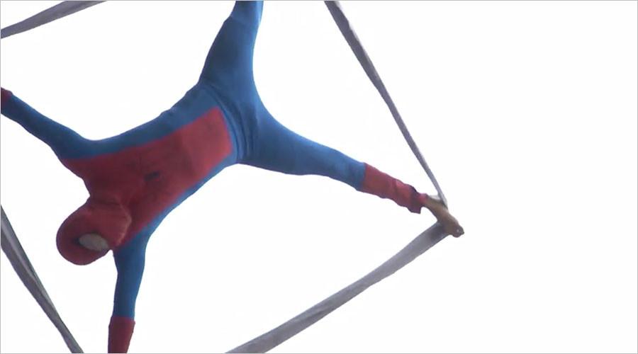 'Colombian Spider-Man' emulates web-slinging superhero in daring street show (VIDEO)