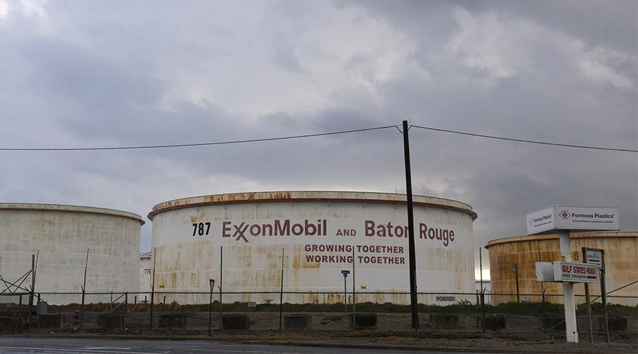 Oil rises on falling US stockpiles, Saudi cuts to Asia
