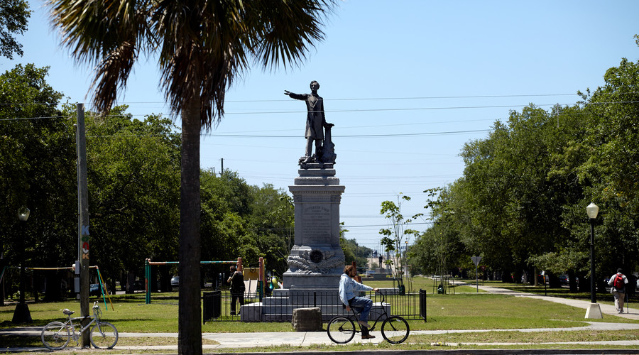 Heavy police presence as 2nd Confederate monument removed in New Orleans