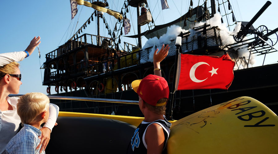 Russians see Turkey as ally, favor deeper ties – poll