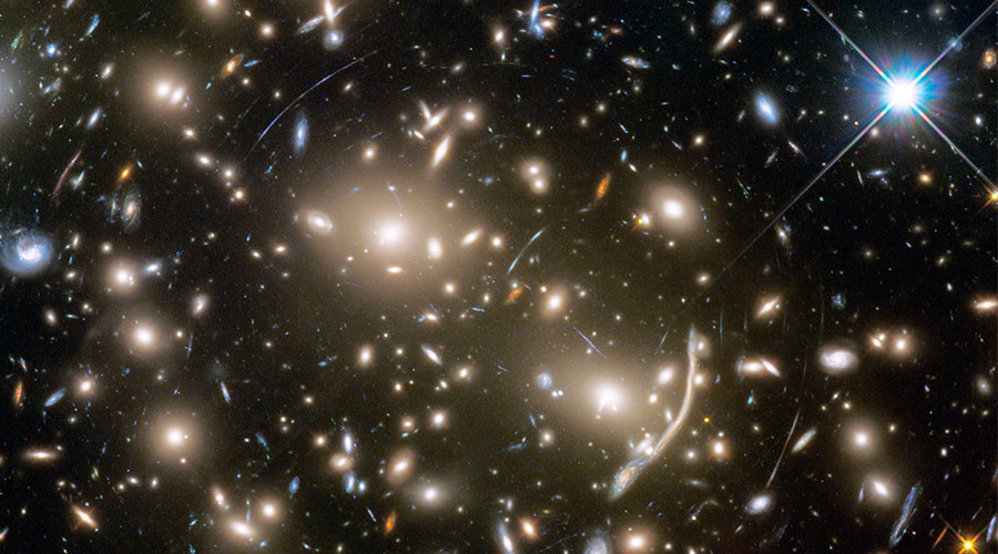 Hubble telescope captures spectacular image of light bending through space (PHOTO)