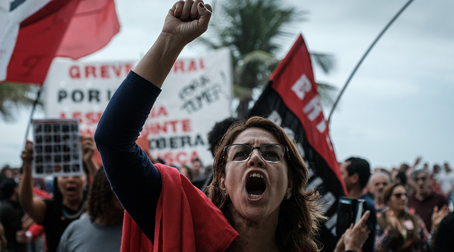 'Globo promotes coups!': Brazilian protesters storm pro-Temer newspaper office (PHOTOS, VIDEO)
