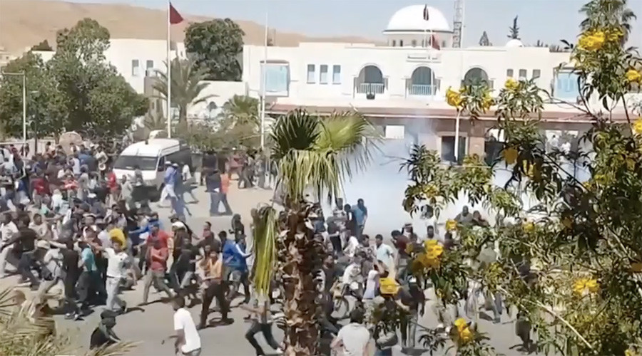 Hundreds arrested as Tunisia sends troops to quell protests (VIDEO)