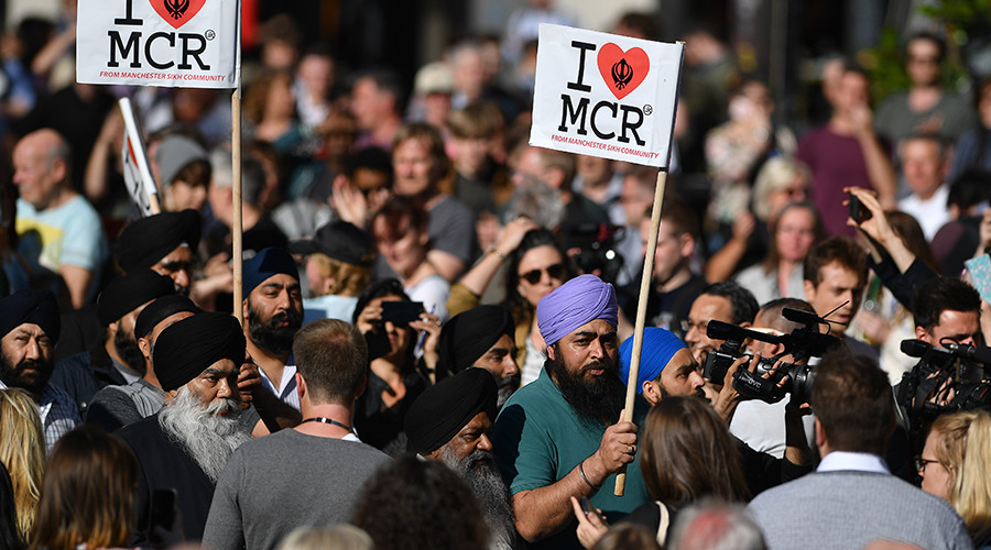 Manchester vigil: Memorial held for victims of concert suicide bombing (VIDEO)