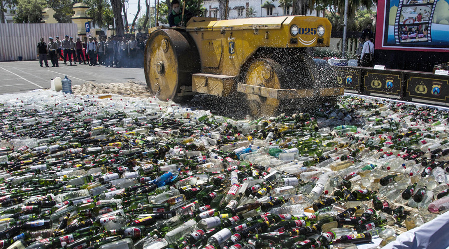 Indonesia police publicly steamroller 100k bottles of booze ahead of Ramadan (PHOTOS)