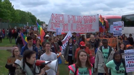 'Migrant sex workers welcome': UK protesters demand closure of deportee detention facility