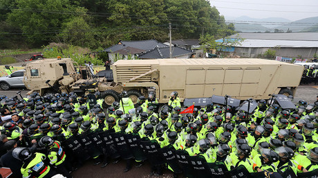 The Terminal High Altitude Area Defense (THAAD) system arrives in Seongju, South Korea, April 26, 2017 © Kim Jun-beom