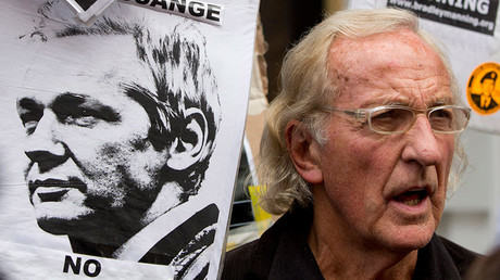 Investigative journalist John Pilger & CIA whistleblower John Kiriakou discuss the challenge facing Assange © Neil Hall