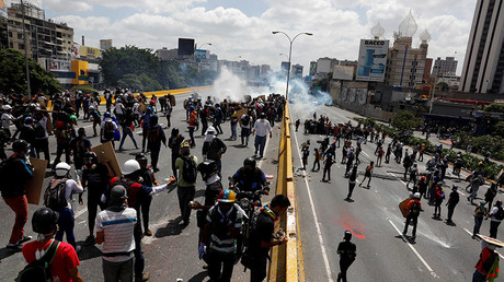 Opposition supporters clash with riot security forces in Caracas, Venezuela, May 18, 2017. © Carlos Garcia Rawlins