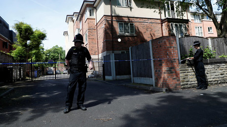 Police officers stand outside a residential property near to where a man was arrested in the Chorlton area of Manchester, Britain May 23, 2017. © Stefan Wermuth