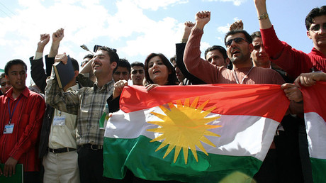 Young Kurdish Iraqis carry the flag of the Kurdistan Regional Government in Iraq © Imad Aqrawi