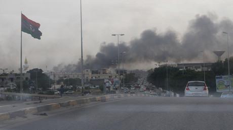 Smoke rises during heavy clashes between rival factions in Tripoli, Libya, May 27, 2017. © Hani Amara
