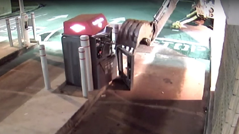 Bungled effort to steal ATM using excavator caught on CCTV (VIDEO)