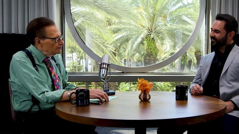 Enrique Santos on radio, Trump, & pranking Fidel Castro