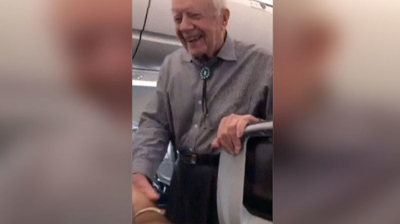 Shakes on a plane: Former POTUS Carter greets every passenger on flight to DC (VIDEO)