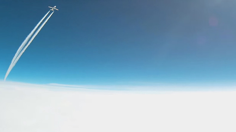 Extreme flyby: Weather balloon has close call with Delta Airbus (VIDEO)