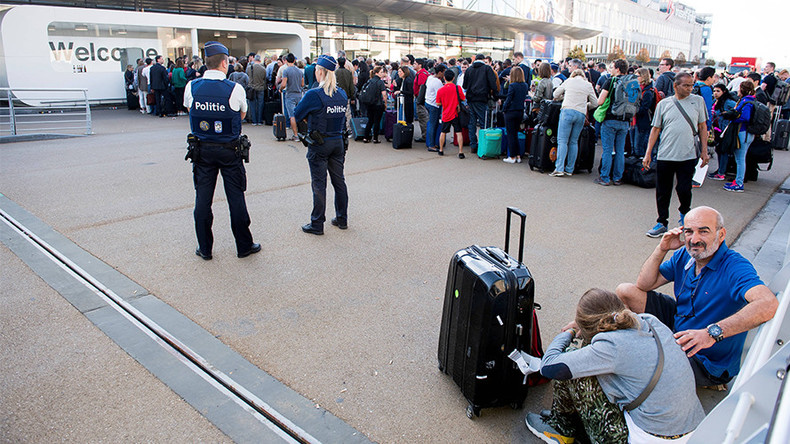 Power failure paralyzes Brussels intl airport, causing crowds & delays (PHOTOS)
