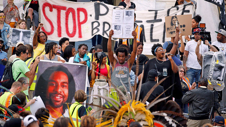 Freeway blocked as 1,000s protest acquittal of officer who shot, killed Philando Castile