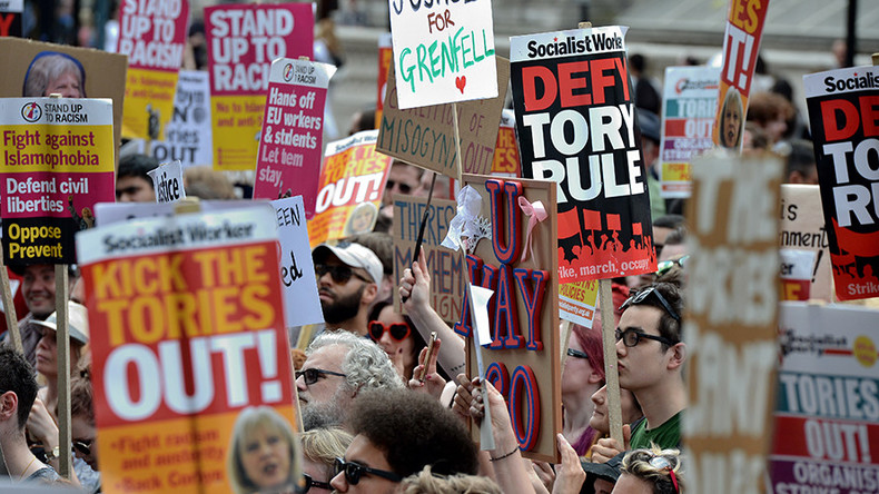 Thousands attend anti-government protest in London as pressure builds on Theresa May (VIDEOS)