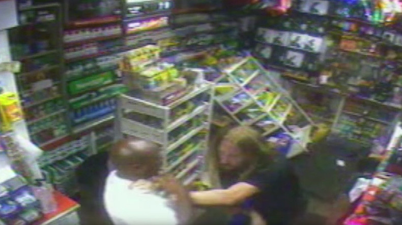 Clerk stabs suspect while defending his store in violent robbery (VIDEO)