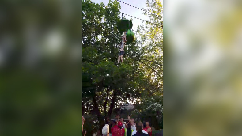 14yo makes terrifying 6-meter leap of faith as 'Sky Ride' goes wrong at Six Flags park (VIDEO)
