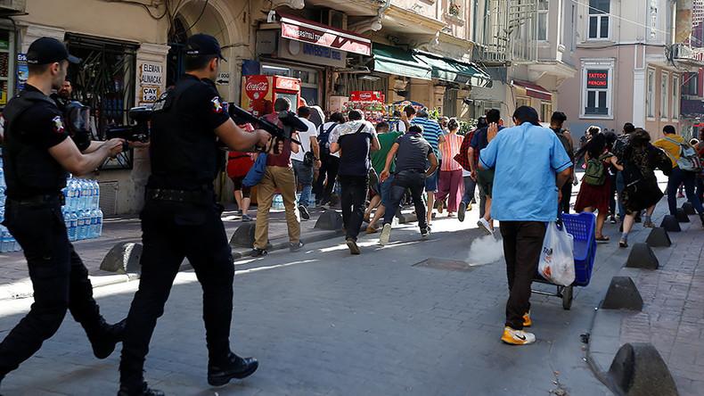 Arrests, rubber bullets & tear gas: Police break up LGBT march in Istanbul