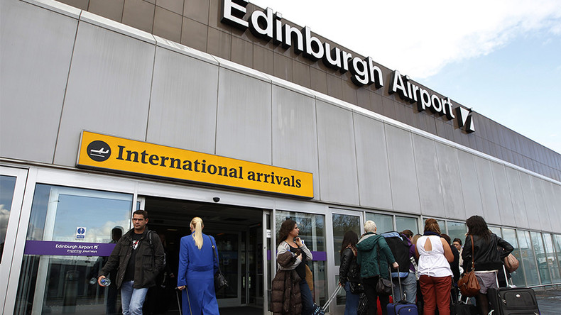 Passengers left in dark as Edinburgh Airport hit with power cut (VIDEOS)