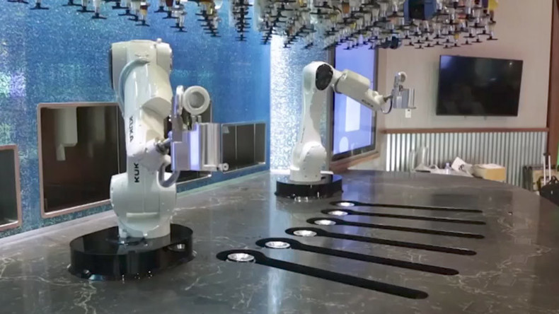 Robo-bartenders: Machine mixologists serve drinks 'at world's most high-tech bar' (VIDEO)