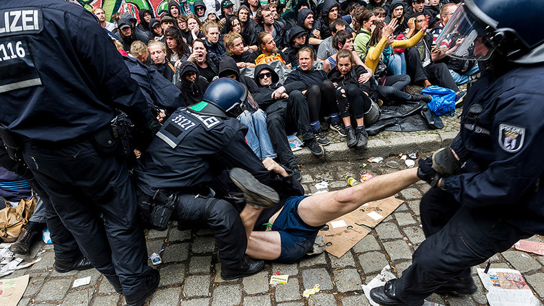 Riot police descend on squatter site in Berlin, remove protesters by force (PHOTOS, VIDEO)