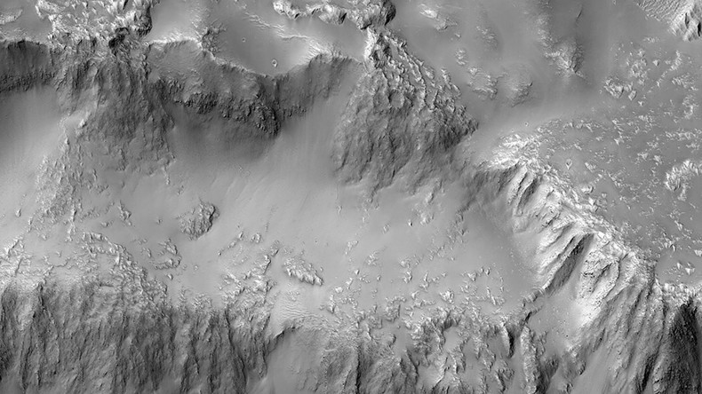 Martian 'Niagara Falls' shows evidence of dormant, ancient lava flows on Red Planet (PHOTO)