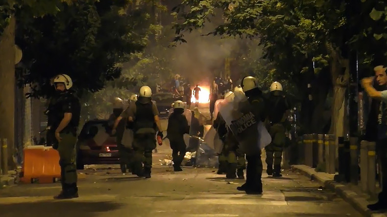 Molotov cocktails vs tear gas: Athens police clash with protesters (VIDEO)