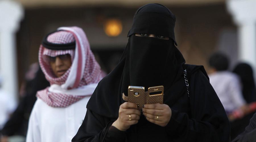 Saudi 'censored' swimming pool ad turns woman into inflatable ball (PHOTO)