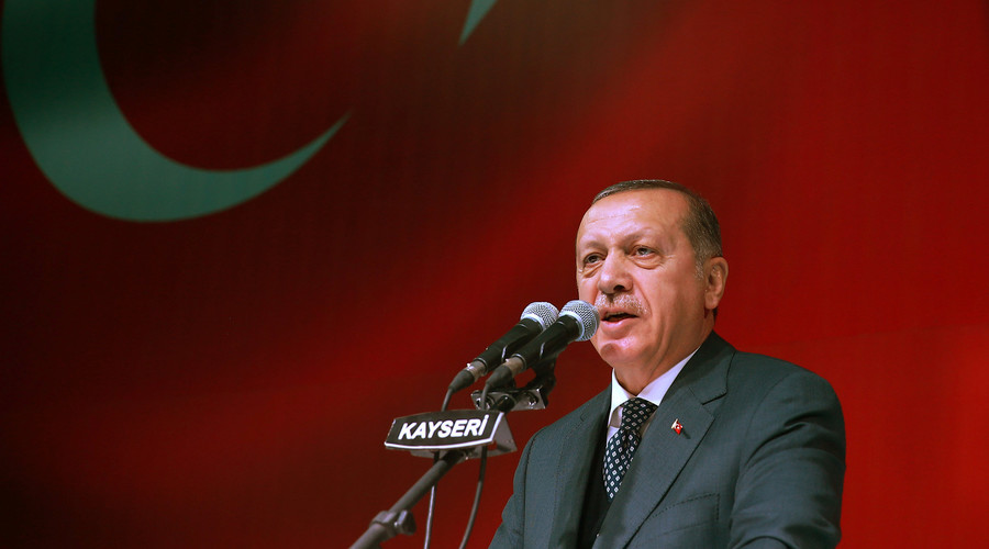 Erdogan pledges 'full support to Qatari brothers' amid Gulf crisis