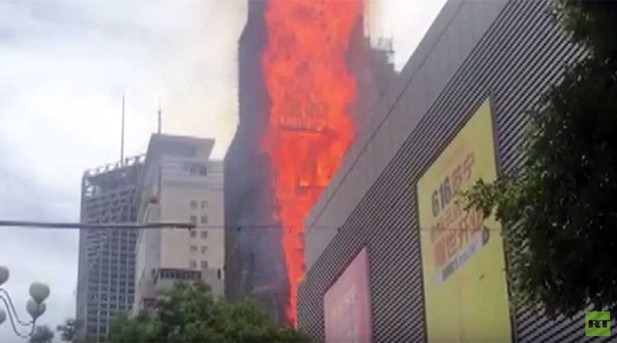 Massive fire engulfs building in China (VIDEO)